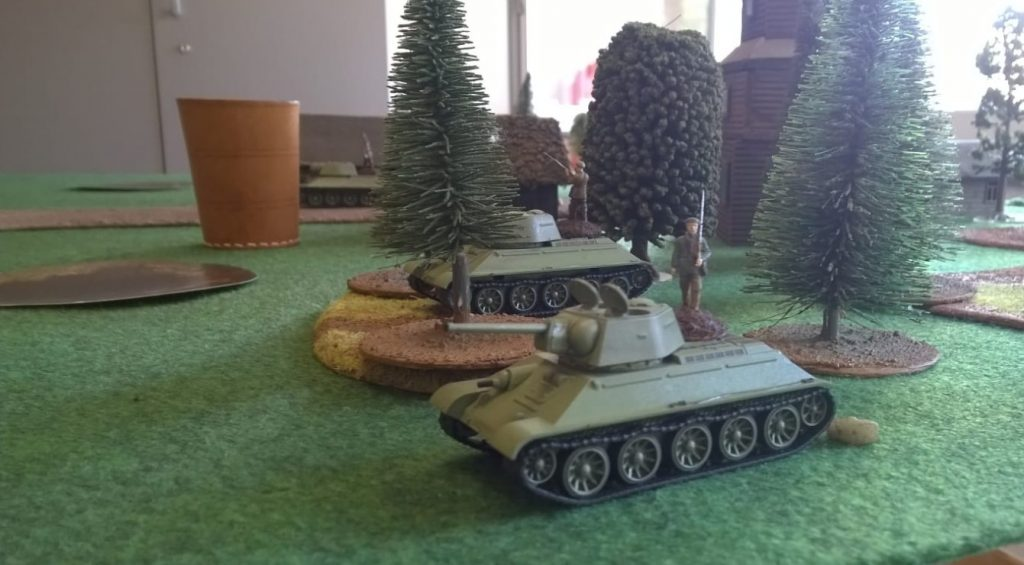 Der fast paradierende russische Soldat täuscht über die Dynamik auf dem Spielfeld hinweg.