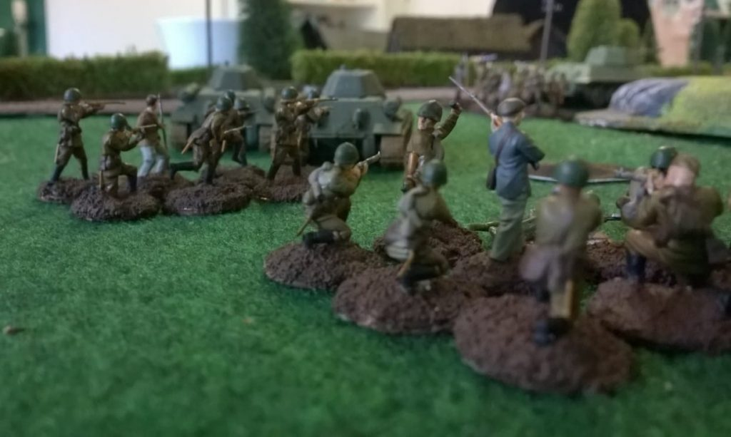 Vorstürmende russische Einheiten.