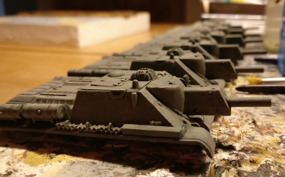 Ready for painting. Die Pegasus SU-122 sind in der Werkshalle in Shturmigrad angetreten.