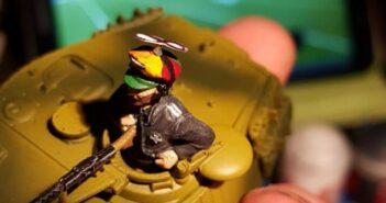 Little crazy, Lots of fun, No Limits: Der KöTi auf dem Bild stammt von David. Wer ihn kennt, der weiß, dass er dem deutschen Kommandanten einen Hut aufgesetzt hat, den er selbst des Öfteren gerne trägt.