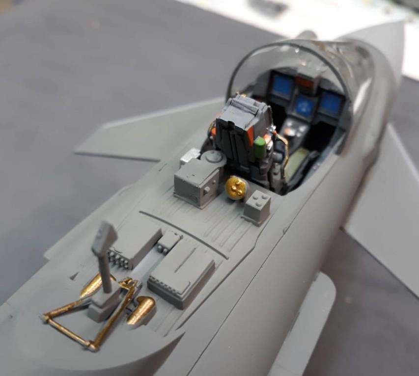Auch wenn Josefs Interessenschwerpunkt klar bei der Marine zu suchen ist, findet hin und wieder mal ein Flugzeugbausatz den Weg auf den Basteltisch. Hier ein Eurofighter, den Josef gerade in der Mache hat.