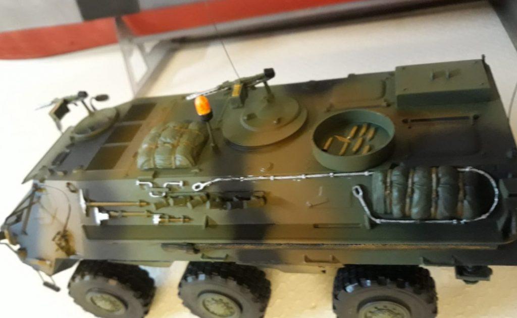 Der Transportpanzer Fuchs gehört eigentlich dem Florian. Josef fühlte sich jedoch genötigt, dem Modell mit der Airgun zu Leibe zu rücken und den Tarnanstrich zu verpassen.