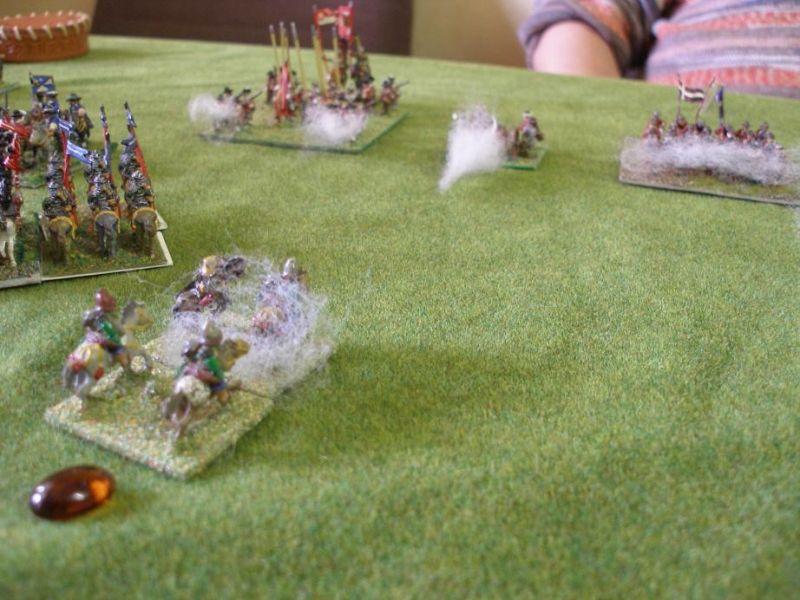 Währenddessen rückt im Zentrum das spanische 2.Terzio- welches hauptsächlich aus deutschen Söldnern besteht- auf das polnische Zentrum vor. Zwar werden sie von eigener leichter Artillerie unterstützt, aber ihre Arkebusen sind den polnischen Musketen an Reichweite unterlegen.., und so müssen sie durch zermürbendes Gegnerfeuer marschieren..