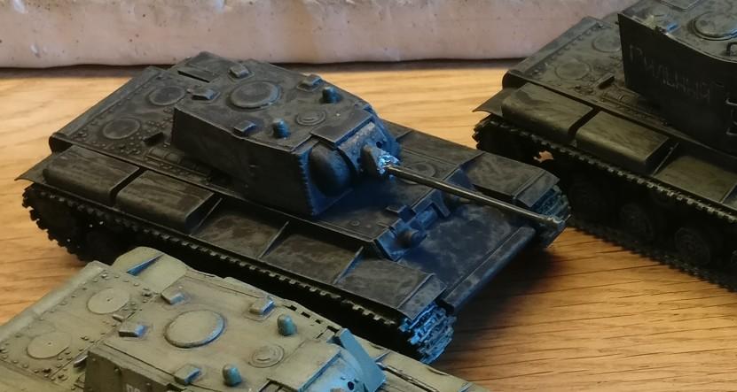 Eigentlich wäre der KW- 1 so bereits einsatzklar. Das lange Geschützrohr sieht auch irgendwie stimmig aus.
