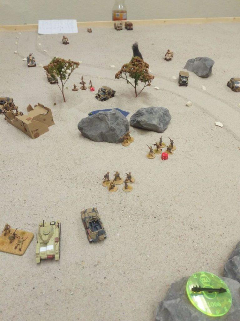 Rechts hinten schaut es fast wie eine LRDG aus. Hier setzen die deutschen Truppen des DAK grade zum Angriff auf den Vorposten der Briten an. Bolt Action at its best!