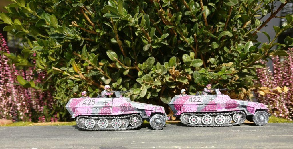 Auf Nebenstraßen in Unikornien pirscht sich das Pink Battalion an den Feind.