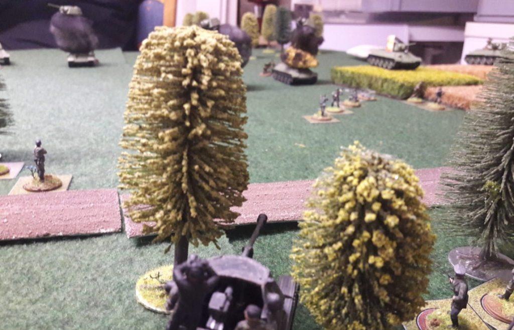Die Pak deckt die vorgeschobenen Foxholes der Grenadiere.
