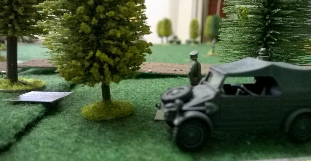 Der Kompaniechef im Gefechtsstand im Wald.