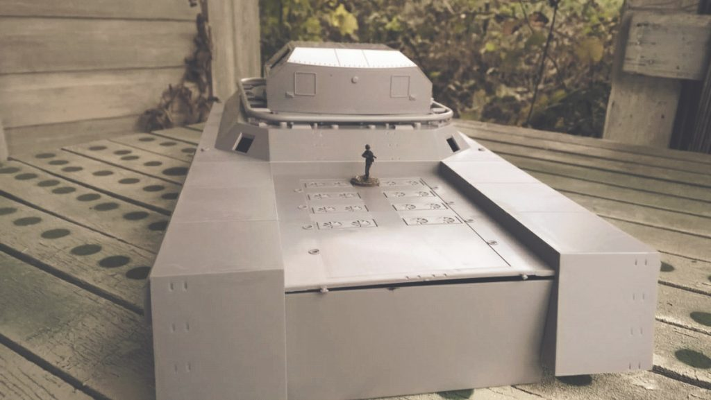 Auf dem Motorraum kann noch ein Königstiger Deckung nehmen.#WWII German Landkreuzer P1000 Ratte, von Modelcollect ArtNr. UA72088