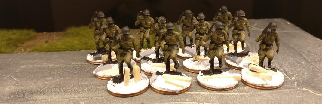 Jetzt ist bereits das Khaki aufgebürstet. Das Revell Set 02510 Soviet Infantry wird weiter.