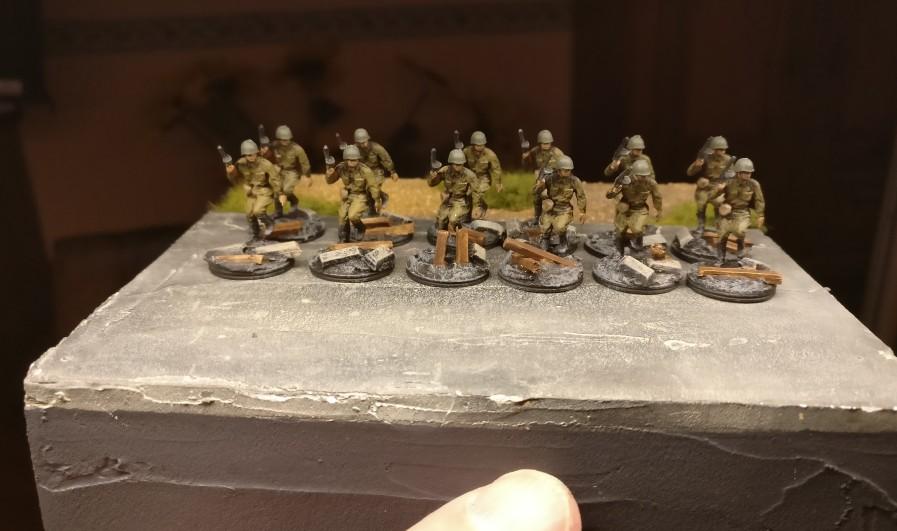 """Die """"Neuen"""" vom 271. Schützenregiments sind auf der Straße angetreten."""
