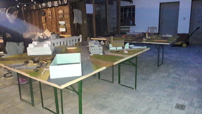 Links vorne erkennt man die erste Version des Industriegebäudes / der Fabrikhalle von Eisenstadt.