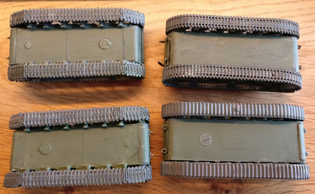 Die Panzerketten der KW- und KW-2 wurden mit Panzergrau grundiert.
