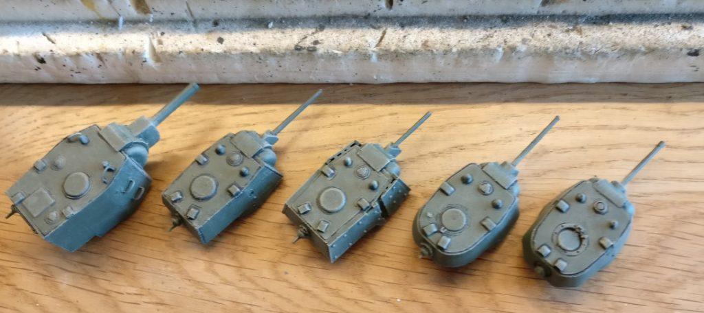 Die Türme der Panzer wurden nochmals mit Beige nachbehandelt.