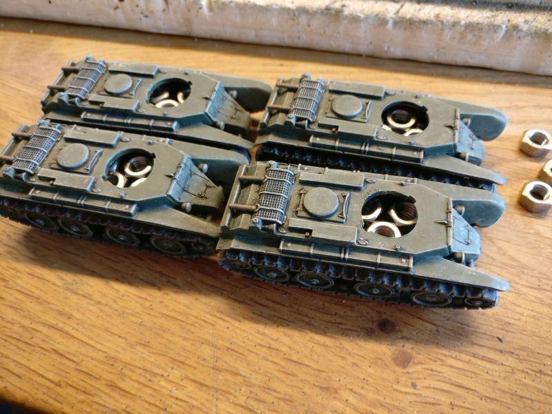 Die jetzt schweren BT-7 mit eingesetzten Muttern.