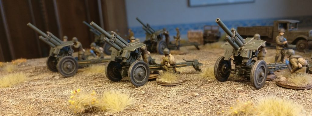 Ein Anblick nach Sturmis Geschmack. Artillerie ist schon eine geile Sache. Foto der fünf Zvezda 6122 Soviet Howitzer 122mm M-30