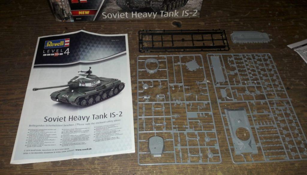 Fast jungfräulich liegt er vor uns, der Revell 03269 Soviet Heavy Tank IS-2 vom Dominic.