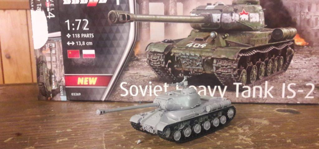 Etwas plastik-blass, aber schon ein Eisentaxi, der Revell 03269 Soviet Heavy Tank IS-2 vom Dominic.