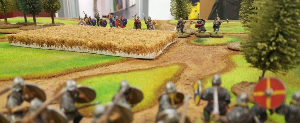 Hinterm Weizenfeld lauert der Feind. Marco und Halvarson bei ihrer SAGA-Battle.
