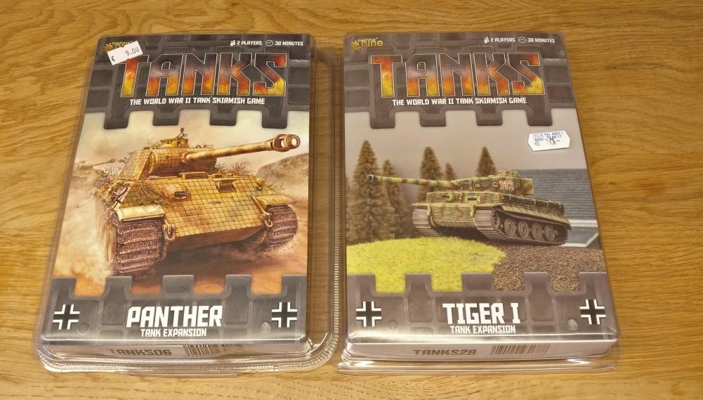 Von Tanks für den XENA: die Tank-Extension mit dem Zimmerit-Tiger I und dem Zimmerit-Panther.
