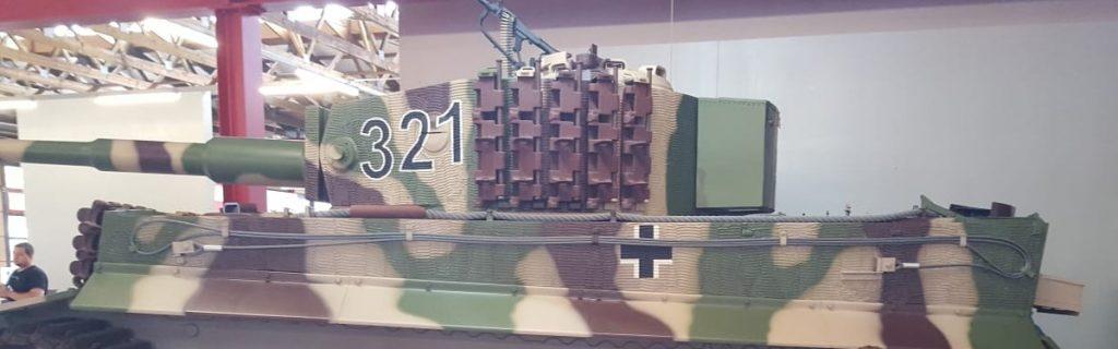 Hier mal ein Originalfoto. Es ist der Tiger I, den die Bundeswehr gerade nachgebaut hat.