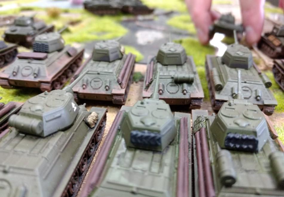 Ja, hier sind sie, die T-34/76. Wackere PSC-Gesellen füllen die Linien der 5. Stoß Armee auf.