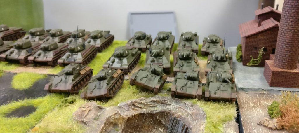 Im Zentrum wurden die T-34 ebenfalls mit T-70 verstärkt.