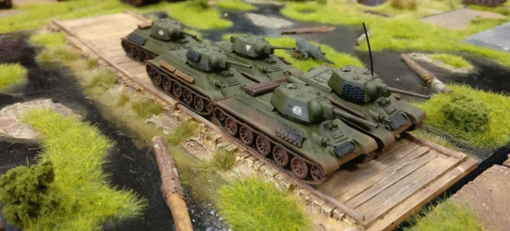 Die 5- Stoß Armee drückt über den Knüppeldamm durch die Pripjetsümpfe.