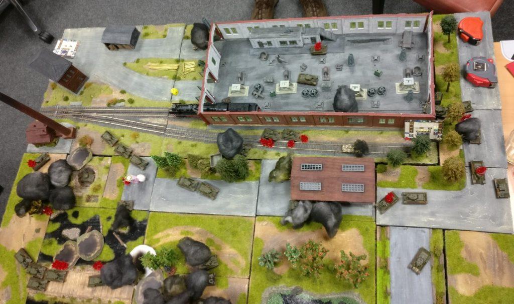Das Spielfeld von oben: Die deutschen Werfer haben ihr Spuren hinterlassen. Sie alleine konnten dennoch den Durchbruch der Russentanks durch die Fabrik nicht verhindern. Zu wenig Panzerabwehr war gegen die Übermacht der Roten Armee zugegen.
