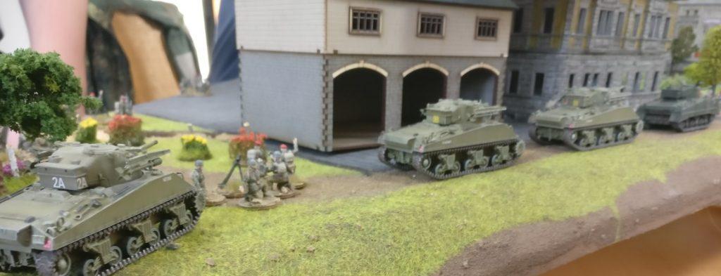 Schwere Raketenartillerie auf Shermanlafette.