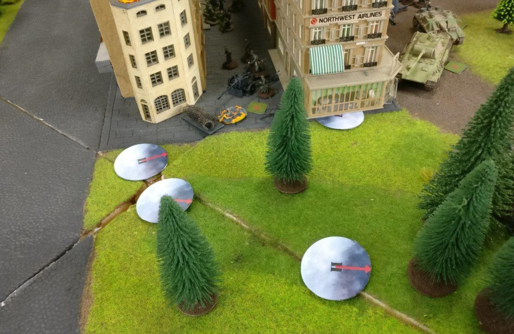 Nebel versperrt die Sicht und erlaubt es den britischen Truppen, nahe an die Stellungen der deutschen Truppen heranzukommen.