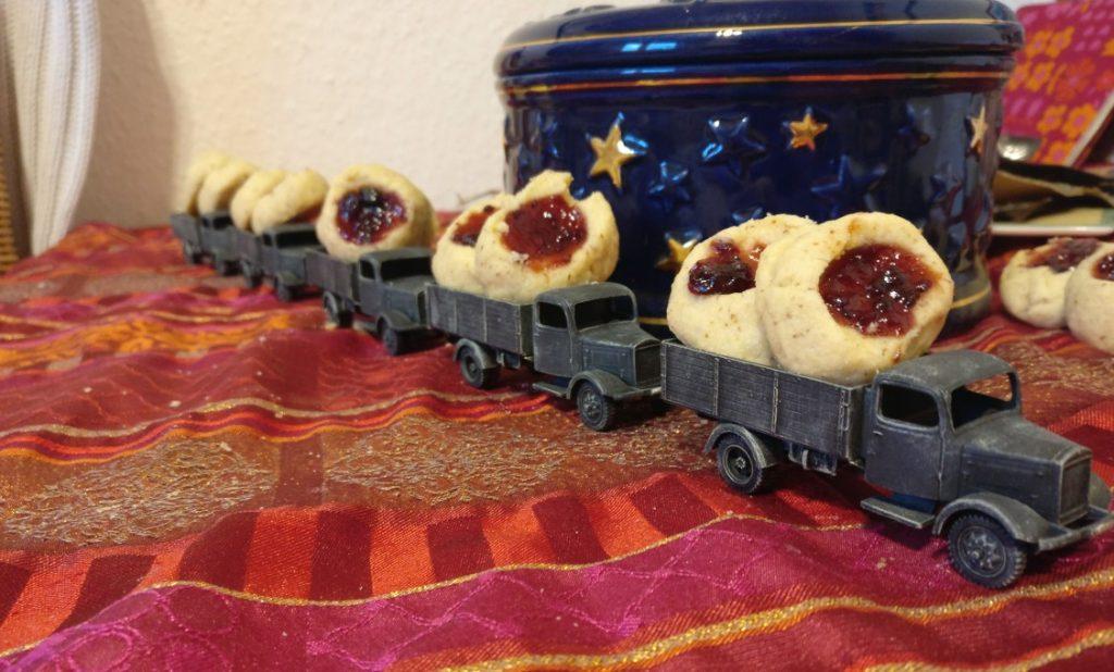 Die 3. große Kraftwagen-Kolonne im Einsatz im Namen der Bäckerei-Kompanie 200. Die 21. Panzerdivision weiß halt, was sich g'hört!