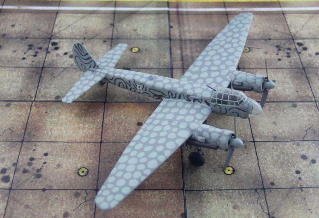 Schnellbomber ohne Fortüne: Die Ju 88 S-3 konnte zwar alliierten Jägern davon fliegen, kam aber zu spät und in zu kleiner Zahl zum Einsatz. Zudem fehlten Treibstoff und erfahrene Besatzungen. (Modell: die Ju 88 S-3 vom AMtech 72903)