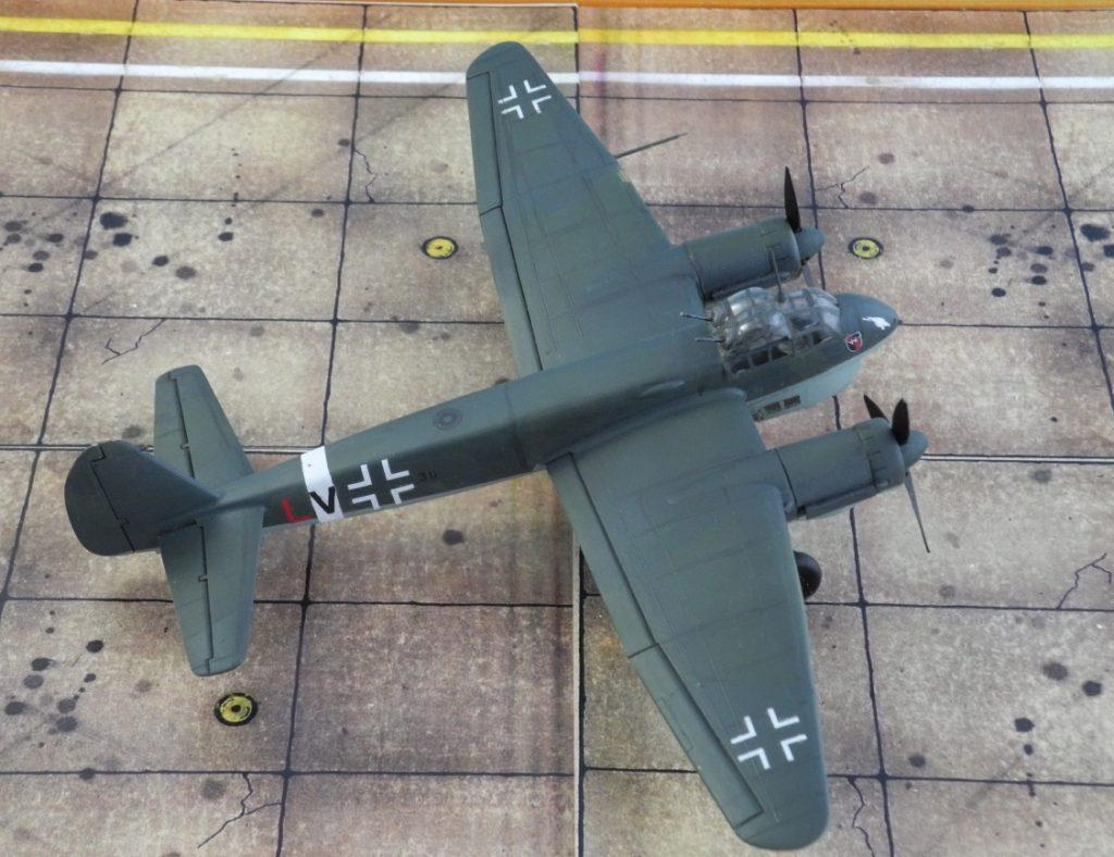 Die Junkers Ju 88 C-6 blieb bis Kriegsende im Einsatz, allerdings meist als Nachtjäger mit Funkmeßgeräten im Bug. (Modell: Ju 88 C-6 von Italeri 022)