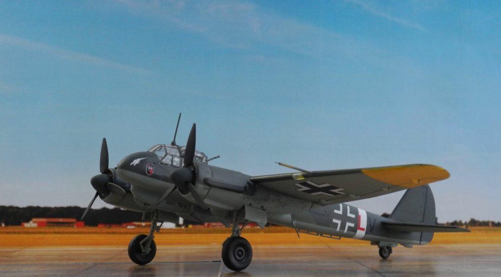 Die Ju 88 C-6-Tagjäger dienten als schwere Begleitjäger, sicherten Konvois sowie die Marschrouten der U-Boote durch die Biskaya in den Atlantik, und flogen Erdkampfeinsätze an der Ostfront. (Modell: Ju 88 C-6 von Italeri 022)