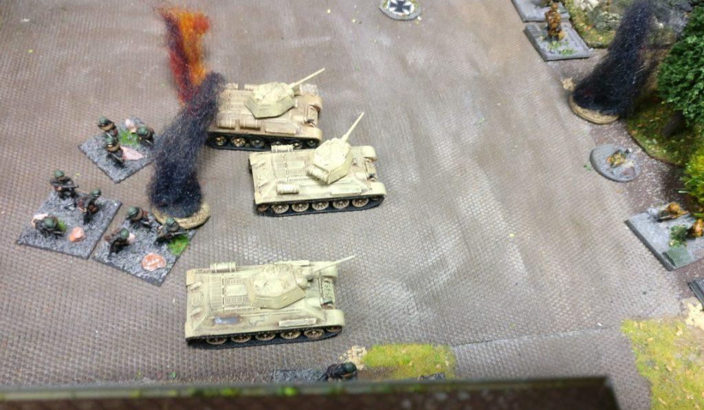 Auch die Rote Armee kommt nicht ungeschoren davon. Erste Verluste und gepinnte Eainheiten.