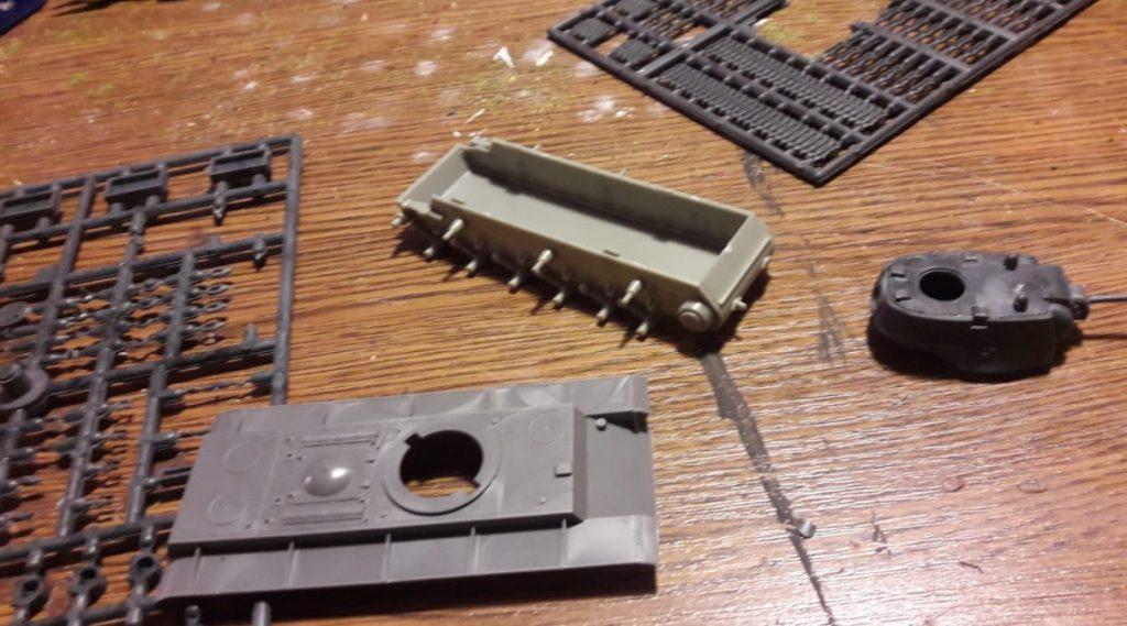 Blick in die Maschinenfabrik Lang bei Forchheim: der erste KV-I wird bereits montiert. Eventuell wird die Serie KV-Panzer noch 2018 vom Band in die Schlacht rollen können.