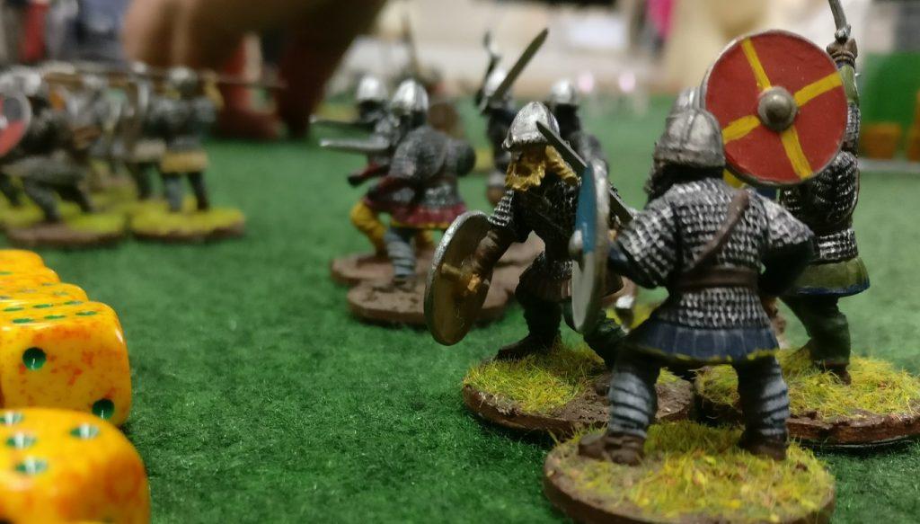"""Das 3-Punkte-SAGA-Spiel """"Wikinger"""" gegen """"Anglo-Dänen""""."""