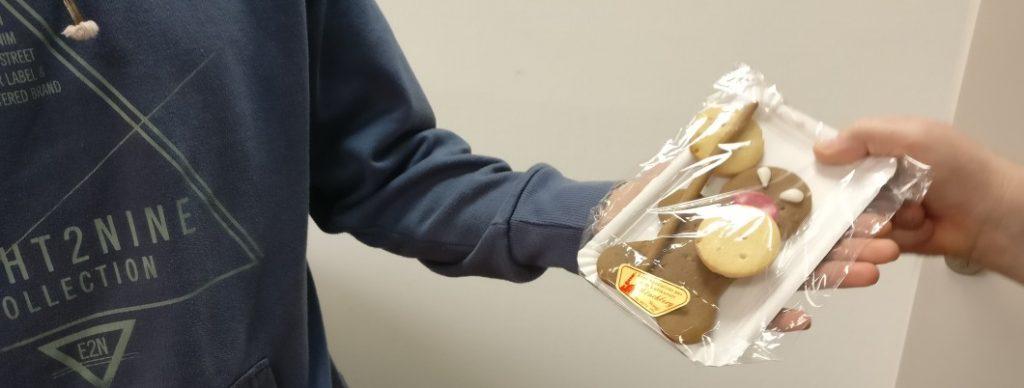 Jeder, der kam, erhielt einen. Doncolor hatte die Angry Gingerbreads in Kompaniestärke antreten lassen.