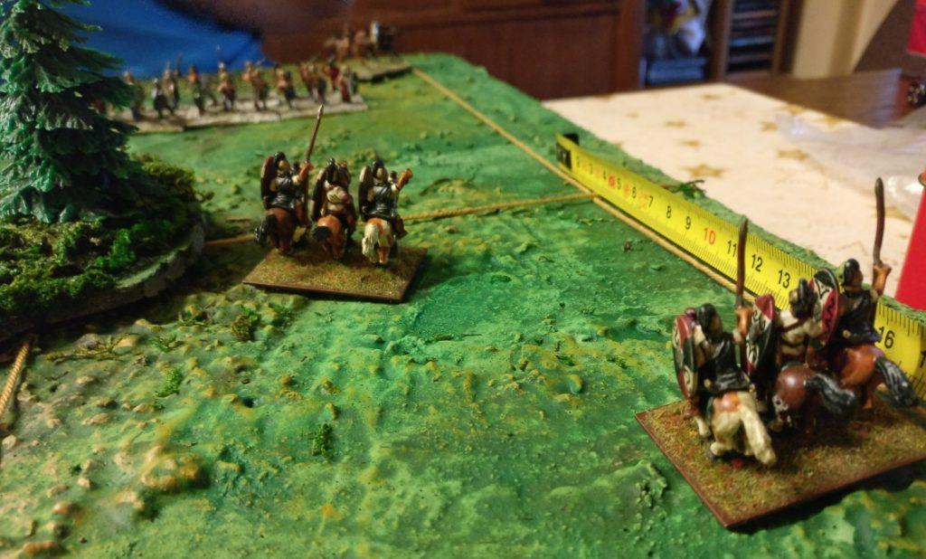 Des Sturmis schwere Reiter im Angriff. Der Wald scheint mindestens zur Hälfte frei von Briten.