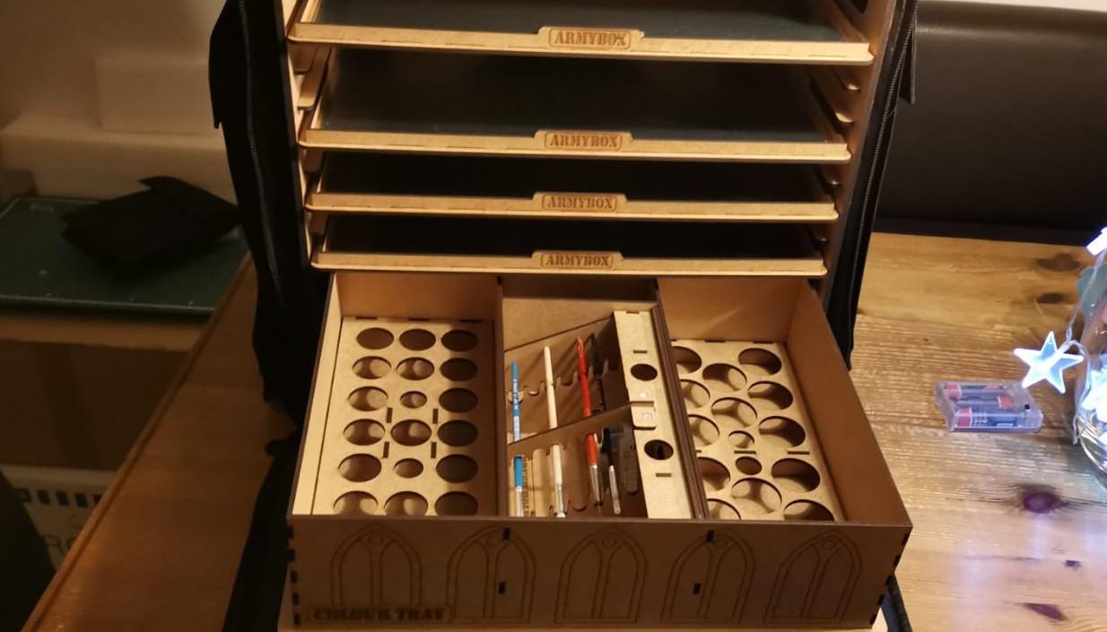 Das geöffnete Colour Tray der ARMYBOX von Pfeffer Modell und Formenbau