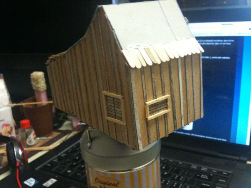 """Erste Schindeln auf dem Dach des Hauses der Familie Ingals aus der Serie """"Meine kleine Farm"""". Auch die Schindeln nutzen als Grundmaterial ehemalige Holzspatel."""