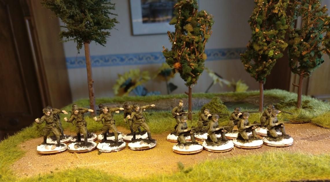 Hier gebased, grundiert und mit ersten Farbschichten belegt: Für die Aufstockung des 77. Schützenregiments der 26. Schützendivision nehme ich Figuren aus dem Revell Set 02510 Soviet Infantry