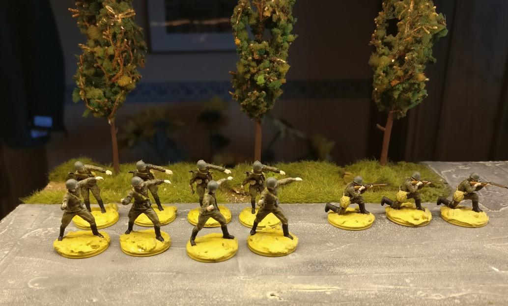 Zu guter Letzt kommt die Base dran.  Die 11 Jungs aus dem Revell Set 02510 Soviet Infantry werden langsam fertig.