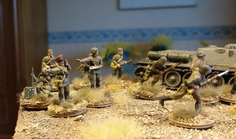 Die Herren Offiziere bei ihrer Hauptaufgabe, der Befehlsausgabe.