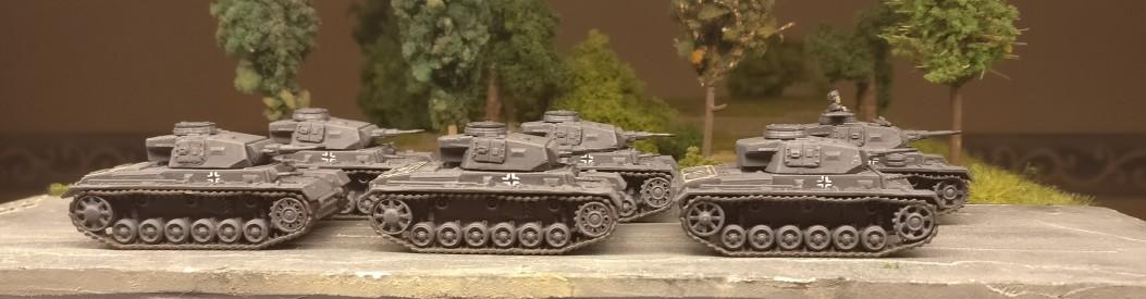Sechs feldgraue Panzer III aus dem Set 15mm WW2 German Panzer III Ausf J, L, M, N von PSC