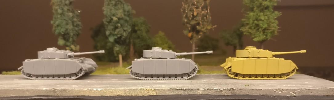 Drei Panzer IV Ausf. H aus dem Set 15mm WW2 German Panzer IV Tank von PSC