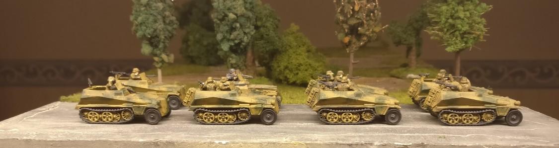 """Sd.Kfz. 250/8 – leichter Schützenpanzerwagen (""""Kanonenwagen"""") mit einer 7,5-cm-Kampfwagenkanone 37 sind auch dabei aus dem Set 15mm WW2 German SdKfz 250 """"alte"""" Halftrack with Variants von PSC"""