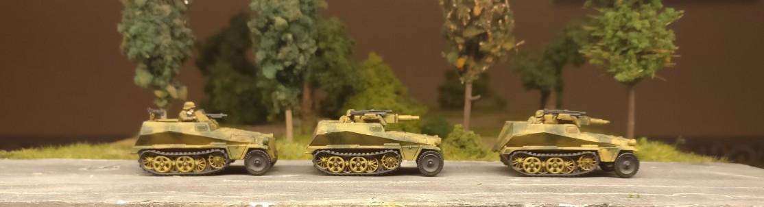 """Ein Rudel Sd.Kfz. 250/1 – leichter Schützenpanzerwagen für sechs Soldaten aus dem Set 15mm WW2 German SdKfz 250 """"alte"""" Halftrack with Variants von PSC"""