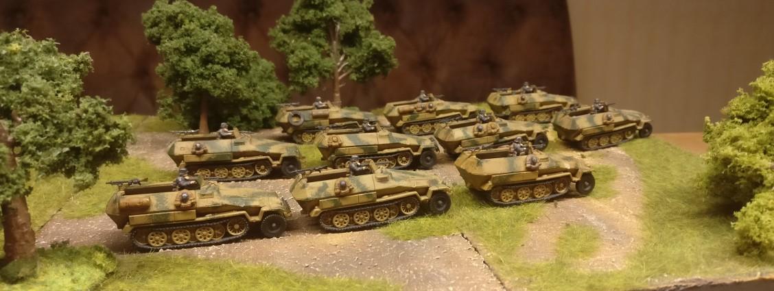 Von dem Set 15mm WW2 German SdKfz 251 Ausf C Halftrack von PSC hatte David größere Mengen in seine Armee aufgenommen. Als 7,5cm-Stummel, als Granatwerfer-Fahrzeug und als einfacher Schützenpanzerwagen kommen sie nun in die Sturmi Army.
